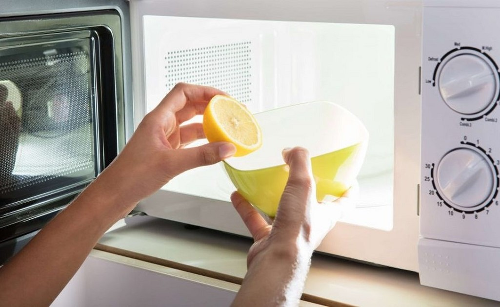 how to clean a microwave